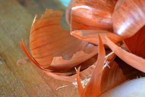 Лечение поноса луковой шелухой